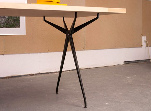 Merveilleux The Heavier Structural Element Is Hidden From Above By The Table Surface,  Allowing The Long Thin Legs To ...