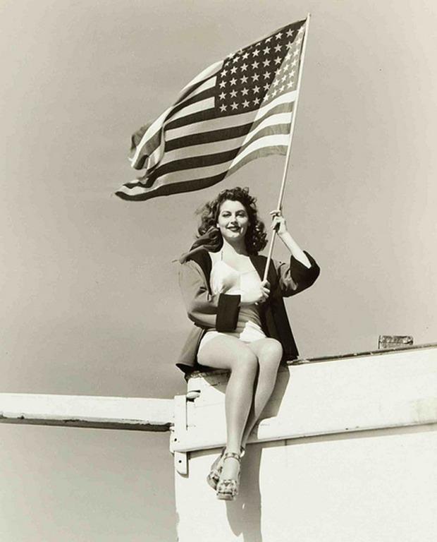 Ava-Gardner-american-flag